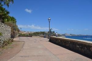 Avenida que bordea la Playa El Duque