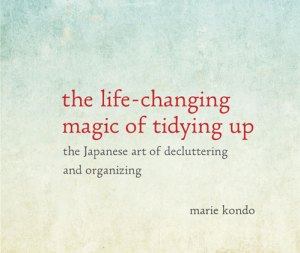 Book_Review_Kondo_The_Life-Changing_Magic_of_Tidying_Up_feature-min