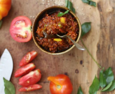 Sesame Tomato Chutney [Thakkali Ellu Thokku]