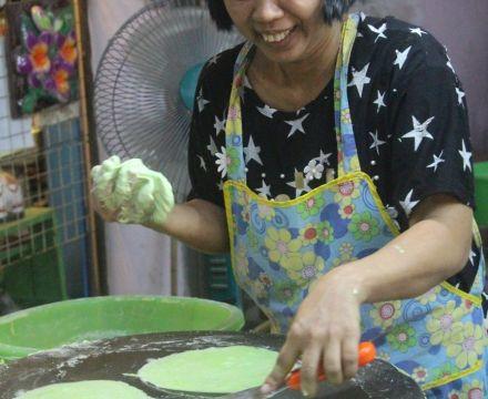 Street Food Chronicles: Roti Sai Mai in Ayutthaya