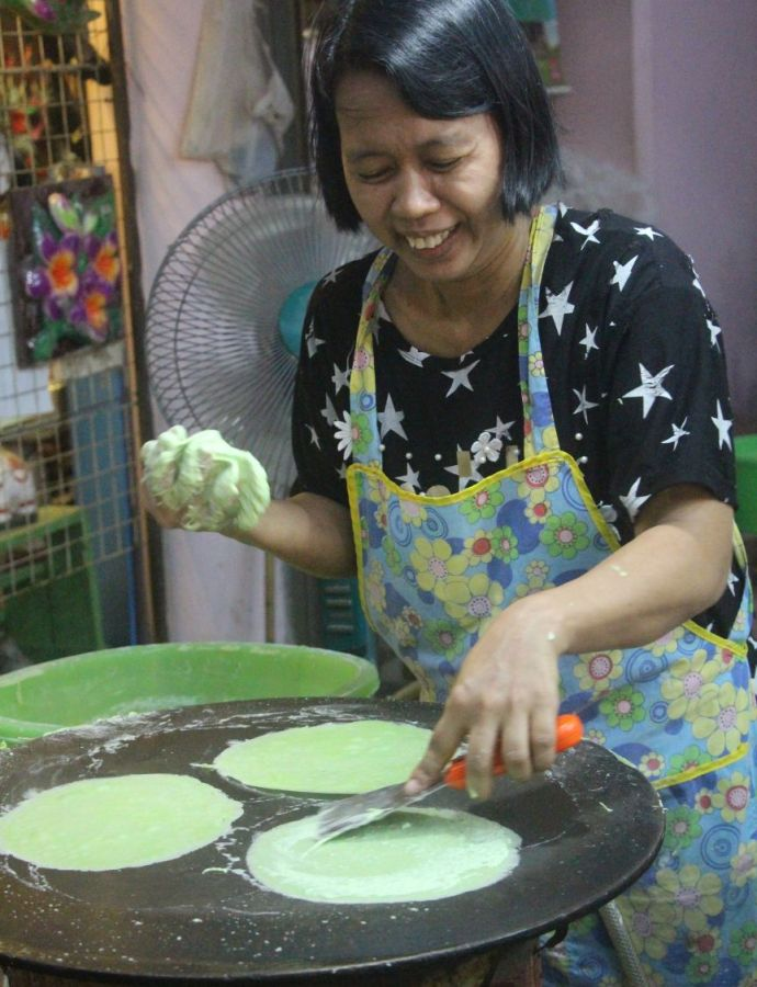 Street Food Chronicles: Roti Sai Mai in Ayutthaya