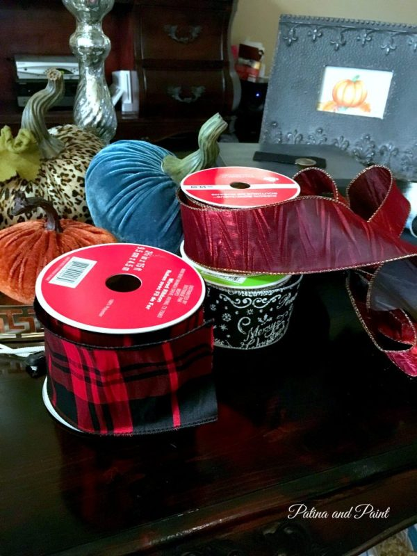 pumpkins-and-christmas-ribbon