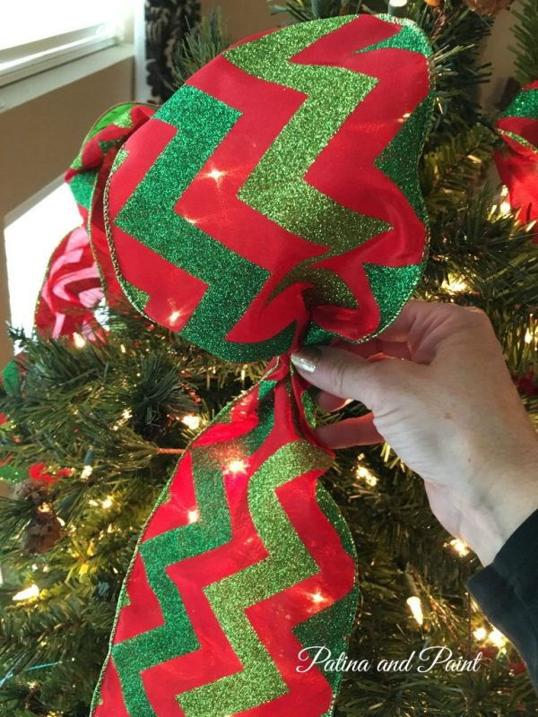 how to trim your christmas tree 8