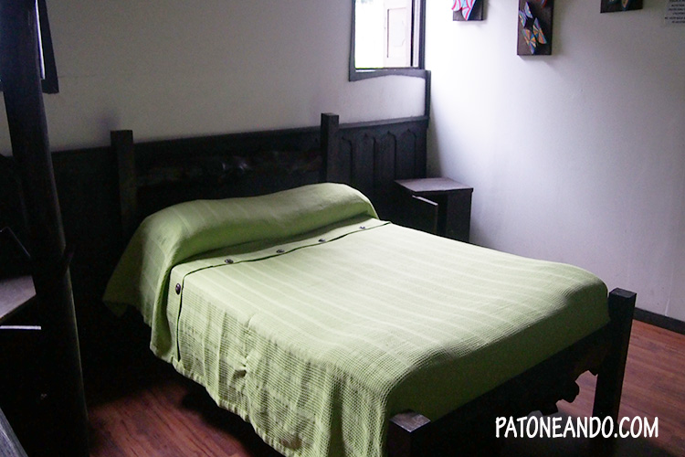 No todos los hostales tienen habitación compartida. No tiene nada de malo darte el gusto de estar solo y descansar.