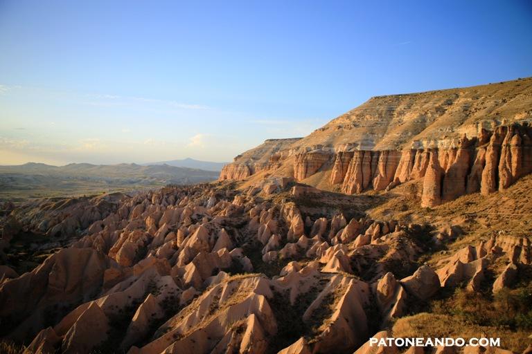 El Valle Rosado se caracteriza por sus piedras rocosas de color rojizo. Desde allí se puede ver el mejor atardecer de Capadocia