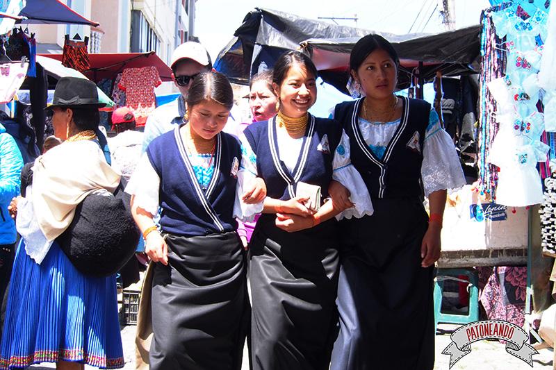 mercado de otavalo-ecuador-Patoneando-blog-de-viajes-8.jpg