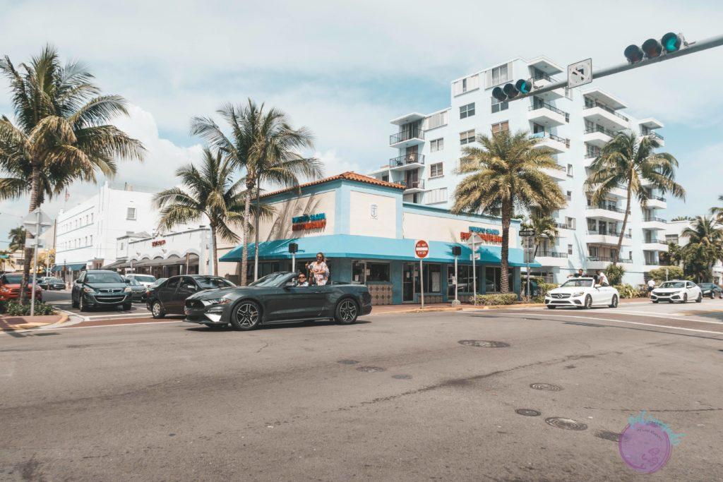 que hacer durante una escala en Miami - Ocean Drive Miami - Patoneando blog de viajes