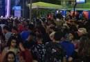 Policiais e pessoas são atingidas por garrafas de vidro no carnaval de Santa Luzia