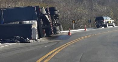 PRF divulga detalhes de tombamento de caminhão na Serra de Santa Luzia na tarde desta quarta (30)