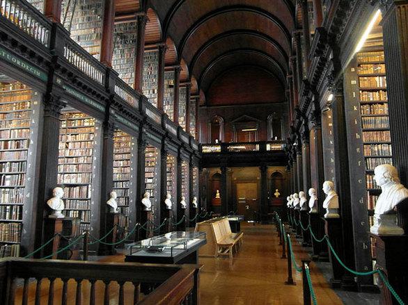 Η εντυπωσιακή βιβλιοθήκη του Δουβλίνου - Έχει πάνω από 200.000 βιβλία (pics+video)
