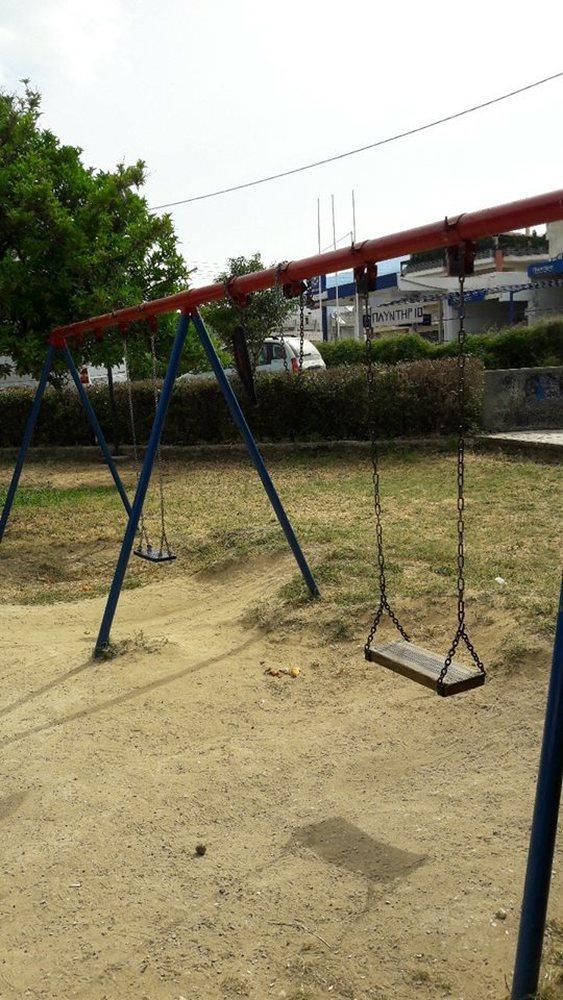 Πάτρα: Πήραν έως και την άμμο από το σκάμμα της παιδικής χαράς!