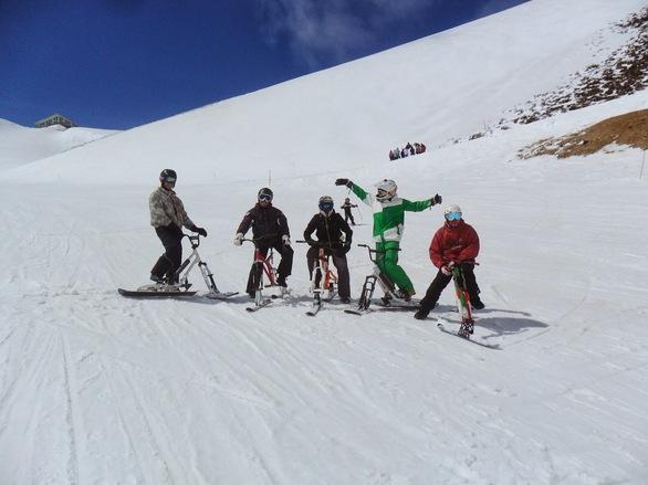 Απίστευτο και όμως μοναδικό - Χιονοποδήλατο η νέα μόδα στα Καλάβρυτα!