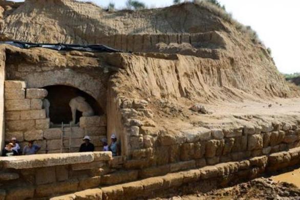 """Σαράντος Καργάκος: """"Ο τάφος του Μεγάλου Αλέξανδρου βρίσκεται στην Αρχαία Αμφίπολη"""""""