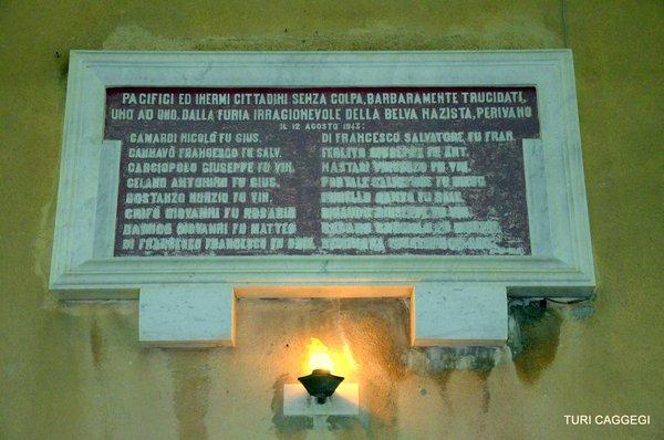 La lapide a ricordo della strage di Castiglione (da http://pbs.twimg.com/media/CMTJtKDWcAAEfps.jpg)