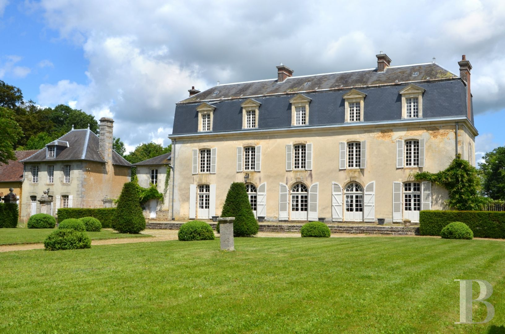 An 18th Century Chateau Its Chapel And Its Outbuildings In An Undulating Setting With Almost 14 Ha Of Woods And Grasslands To The South Of The