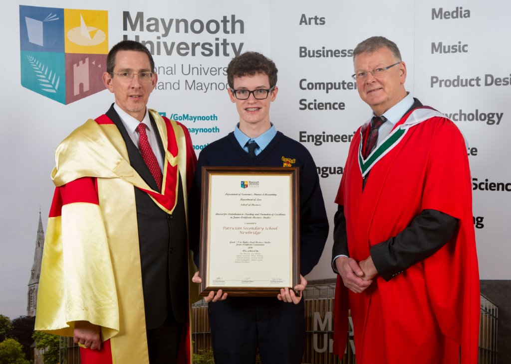Students Granted Business Award