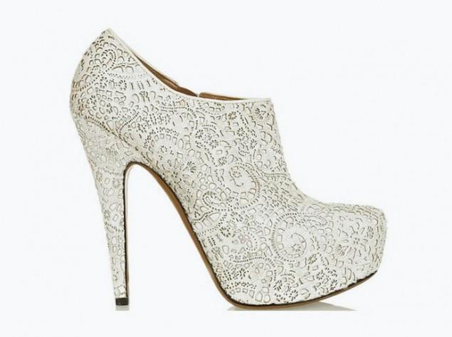 alaia sapato2 635x4731 - Sapatos Com Renda!