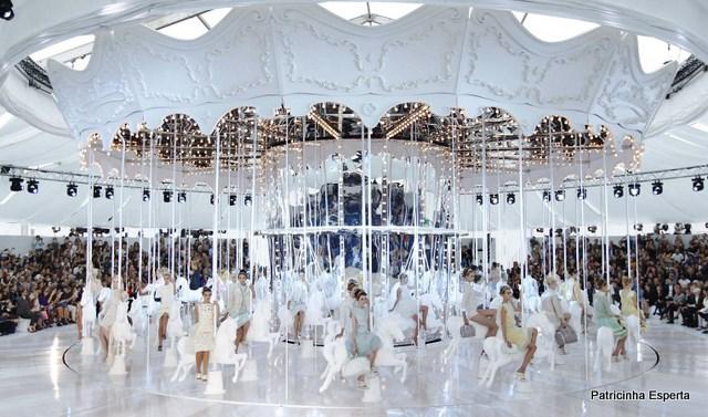 673959 01 02 - Semana da Moda PARIS - Desfile Louis Vuitton