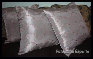 almo1 300x192 - Almofadas, bonitas, baratas e indispensáveis na decoração da sala de estar