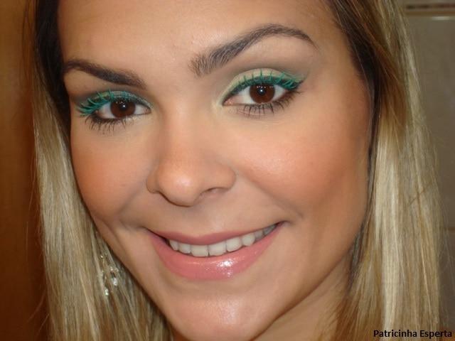 045post - Maquiagem com delineado preto e verde + rímel verde