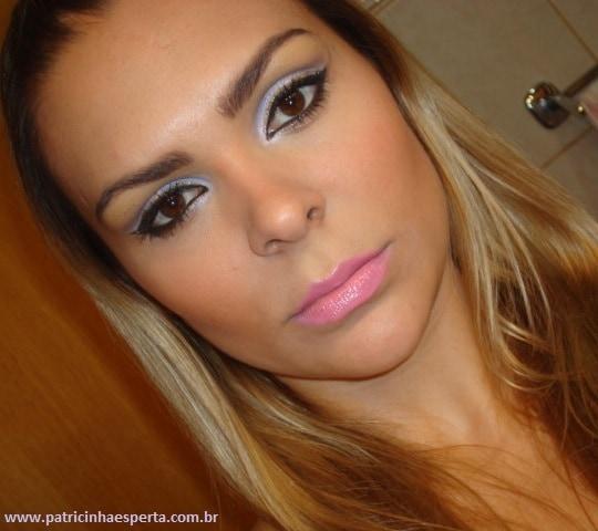 064post1 - Tutorial - Maquiagem lilás com delineado preto e dourado (glitter)