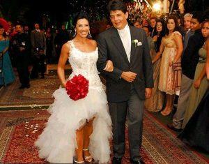 Sheila Carvalho 300x235 - Os vestidos de noiva das famosas (parte 1)