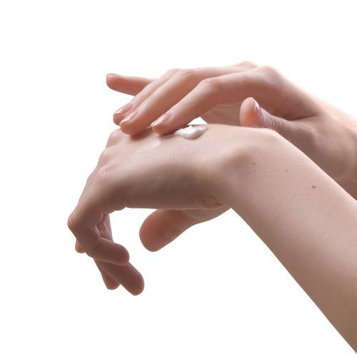 5839f7d2 e2cd 40f2 9de3 3935cc3f949d0 - Linha Avon Naturals - Morango e Chocolate Branco: Creme para as mãos