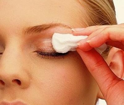 remover maquiagem dos olhos - Inflamação Causada Pele Uso de Maquiagem