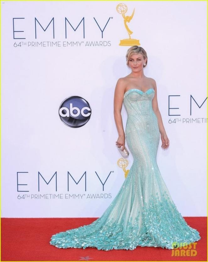 hough emmys 02 811x1024 - Looks Emmy Awards 2012