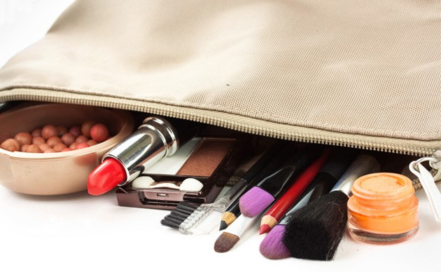 necessaire - Maquiagem: O Que Levar Para Praia?