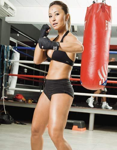 Sabrina lutando Muay thai - Lute para conquistar o corpo dos sonhos