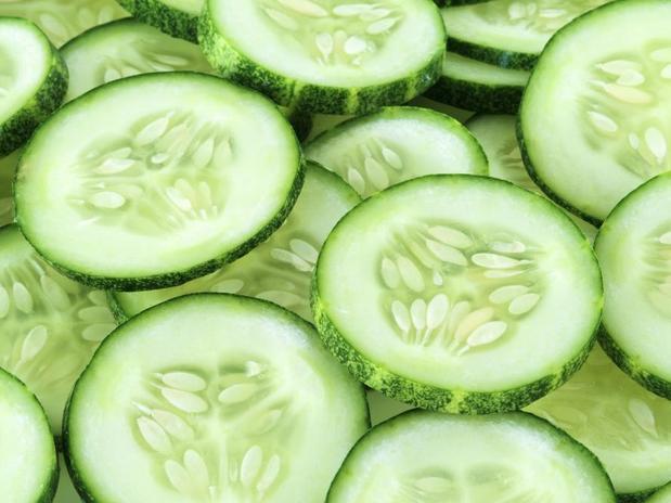 FOTO3 PARASUAPELE MascaraPepino20120529085013 - Alimentos que previnem alguns problemas do rosto
