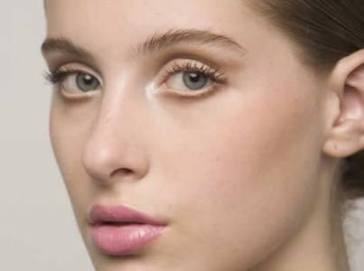 foto de truques de maquiagem para adolescentes imagem - Como se maquiar para o trabalho?
