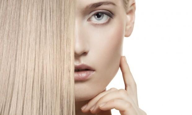mulher cabelo loiro tingido colorido 45017 - Como cuidar dos cabelos tingidos?
