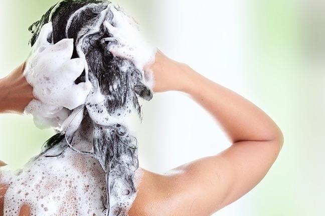 pelo bonito - Quando e como usar xampu antirresíduos?