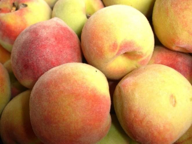 pessego 680x510 - Quais alimentos ajudam a hidratar no verão?