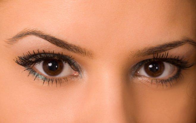 iStock 000006113189 Small - Conheça o alisamento de sobrancelhas