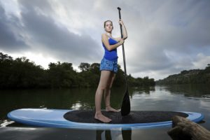 iStock 000017088311 XXXLarge 300x200 - Famosos praticam Stand Up Paddle para emagrecer