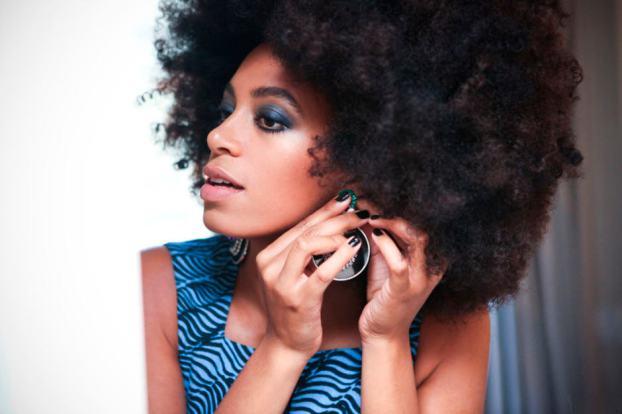 DJ e cantora Solange Knowles - Tipos de cabelos cacheados: o guia completo