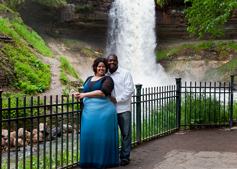 Engagement Photos - Minnehaha Falls - Minneapolis MN