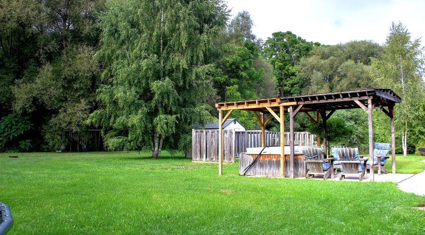 125 Edward back yard