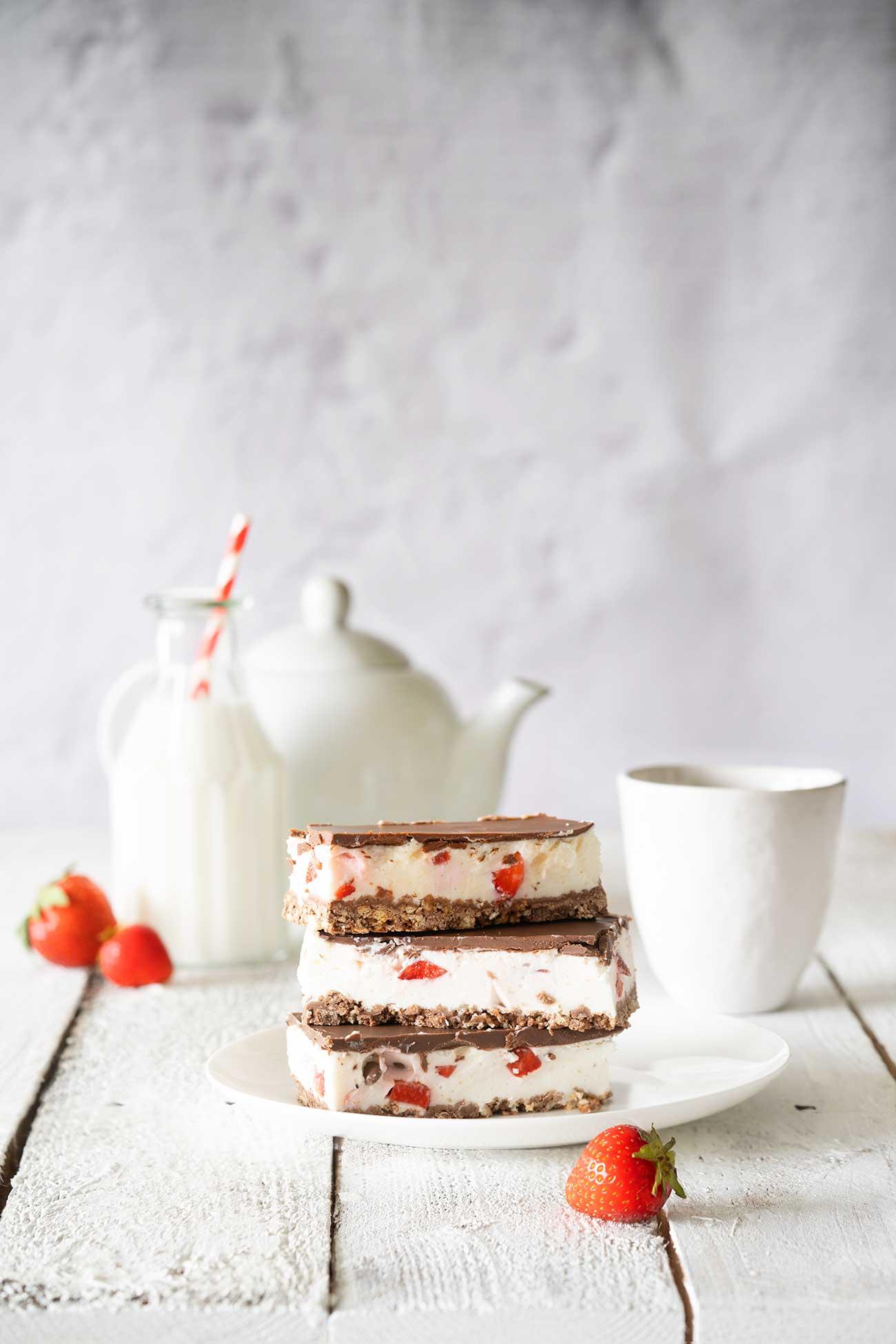 So kann die Woche starten. Mit fruchtig, frischen Erdbeer-Schnittchen. Wer die kleinen Yogurette Erdbeerriegel mag, kommt hier jetzt voll auf seine Kosten, denn der kleinen Riegel wird jetzt zum großen Schnittchen.