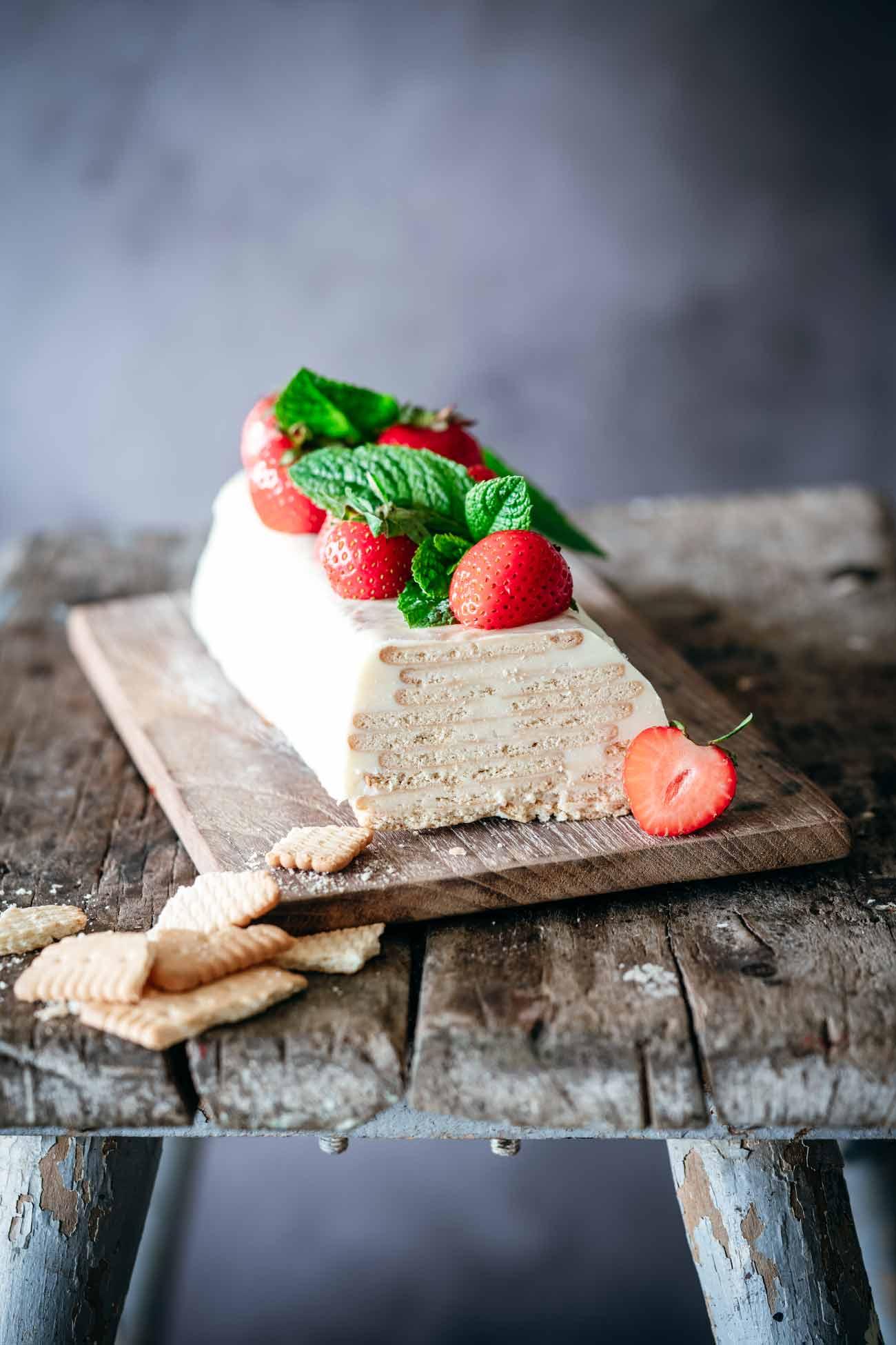 WUFF! Eigentlich finde ich den Namen des Kuchens total dämlich, auch wenn ich bei Wikipedia nachgeschaut habe, woher dieser Kuchen den Namen erhalten hat. So von früher und so. Egal. Kalter Hund gibt es jetzt auch in weiß und mit einem Schuss Rum.