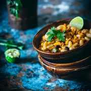 """Ich bin zwar bei diesen Temperaturen nicht unbedingt die schnellste Maus von Mexiko, aber Salat """"Mexiko Style"""" kann ich auch bei über 30 Grad essen. Salat finde ich übrigens bei diesen Temperaturen, frisch aus dem Kühlschrank"""" einfach perfekt. Mehr brauche ich derzeit eigentlich gar nicht zum Mittagessen."""