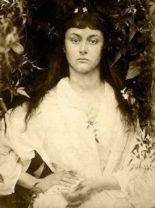Alice Liddell 1872, fotograferad av Julia Margaret Cameron, kopia från Kollodiumnegativ