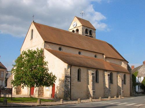 Eglise de Lardy le long du GR1