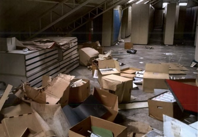 Documentación administrativa y técnica abandonada al expolio en las oficinas de la antigua Babcock & Wilcox (Fotografía nº 3 aportada por el Sr. Aldecoa a las Juntas Generales de Bizkaia