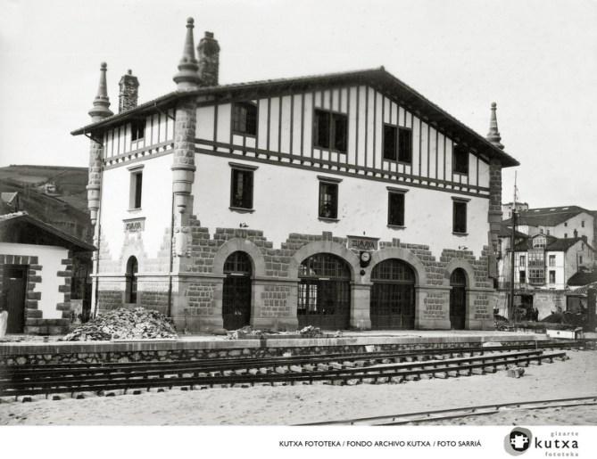 Estación de Zumaia del ferrocarril del Urola. Foto: Fototeka Kutxa.