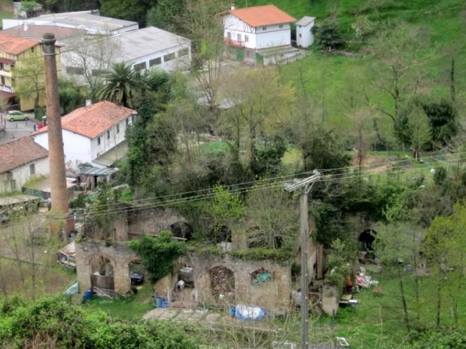 Fábrica de cementos La Zumayana en Zumaia (Gipuzkoa). Foto ZIIZ