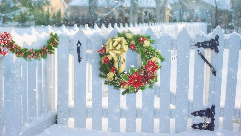 Decorate Your Fence This Holiday Season Patriot Fence Crafters